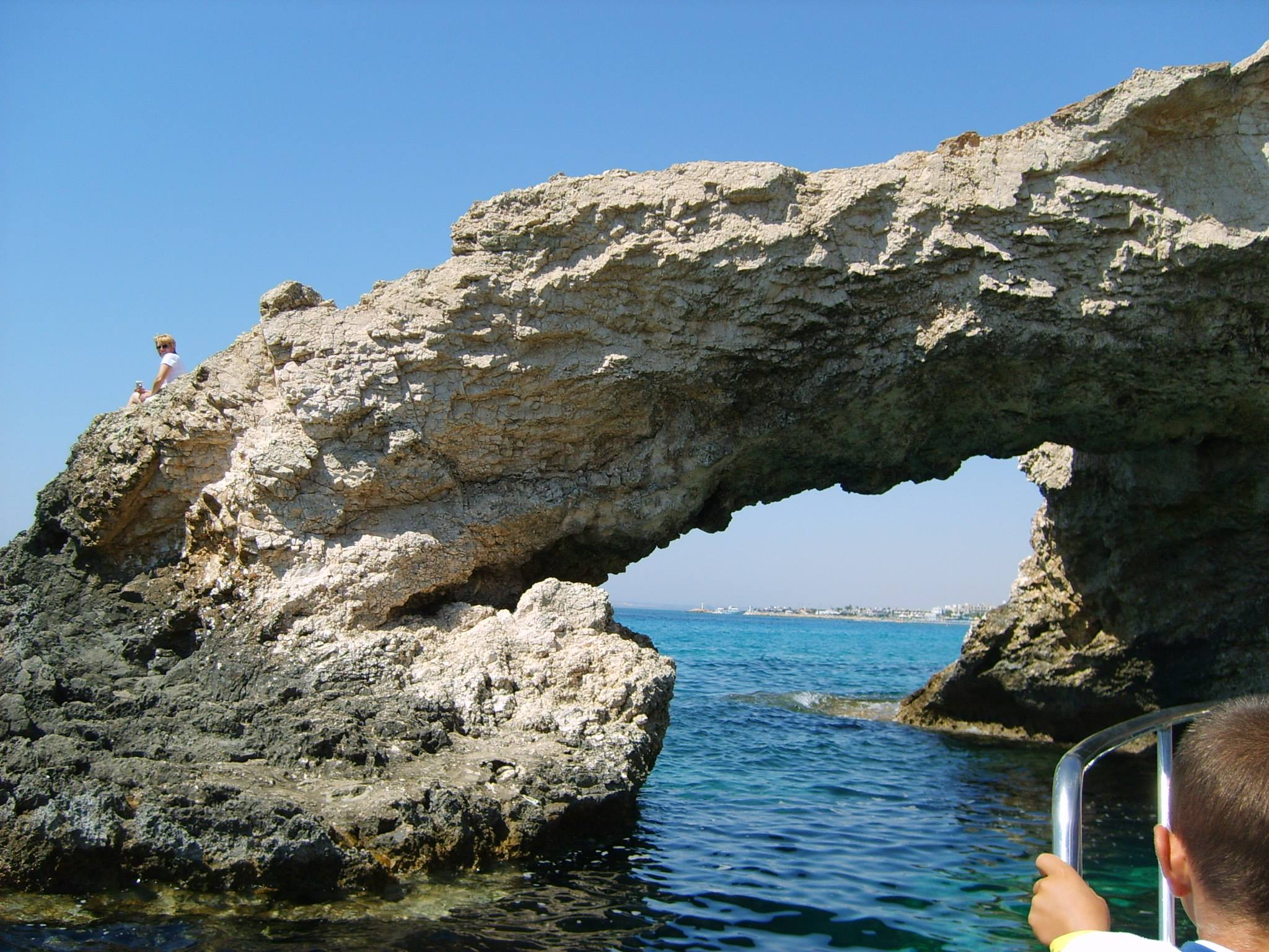 """A szerelmesek hídja / Ciprus Érdekes érzés, mikor hajóval át haladunk a """"híd"""" alatt"""