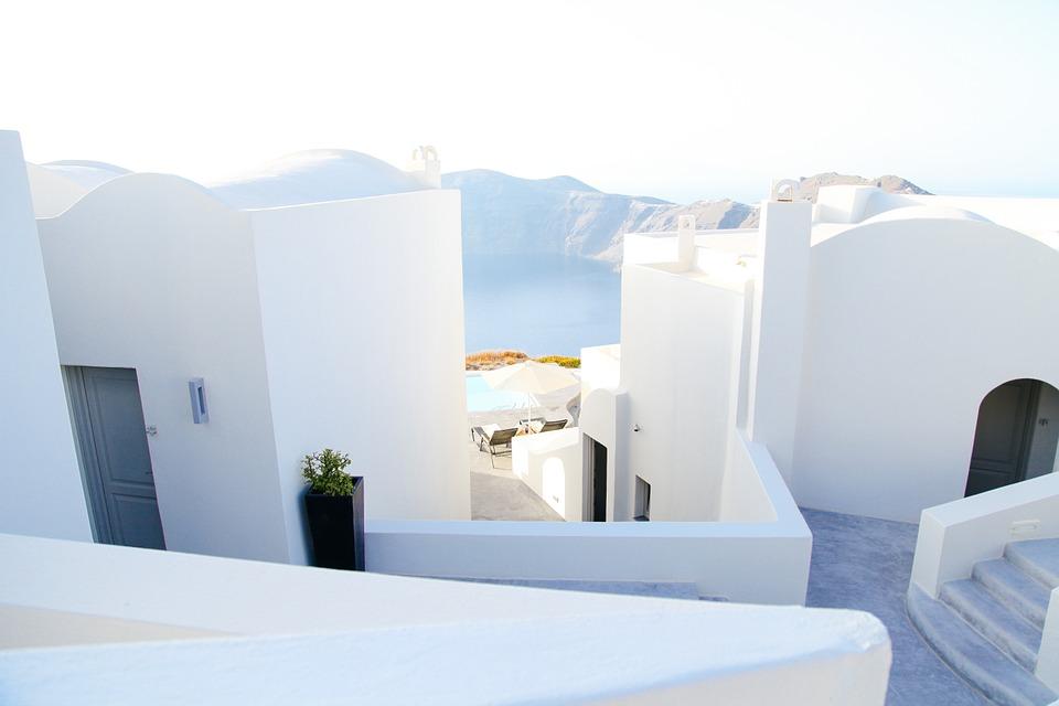Fehér épületek